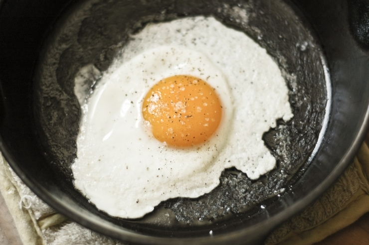 How to Fry an Egg Perfectly | sophisticatedgourmet.com