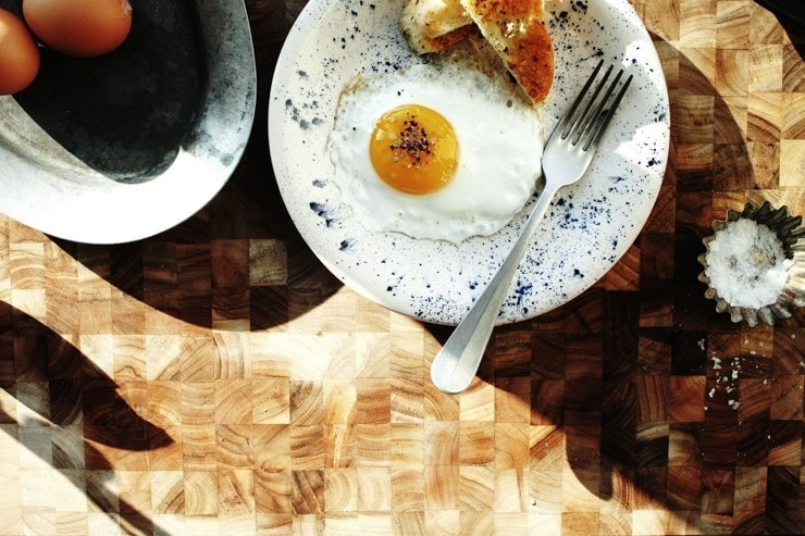 Sunny-side-up fried egg with toast